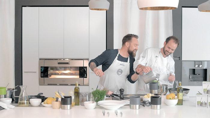 Komiker Ørjan Burøe møter verdensmester Ørjan Johannessen til kokkeduell